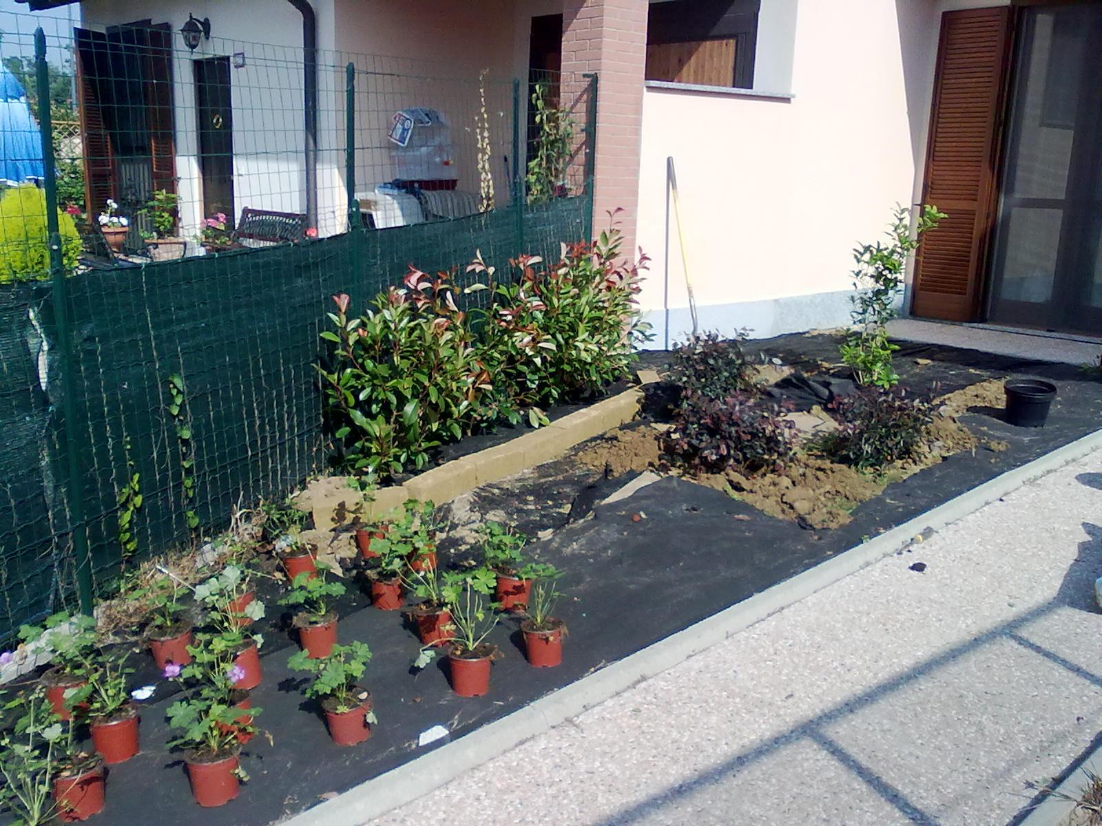 Bersani giardini aiuole for Sassi finti per giardini