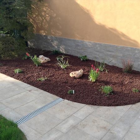 Realizzazione aiuole a milano e provincia bersani giardini for Aiuole perenni